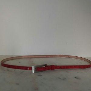 HOLT RENFREW - red patent leather skinny belt